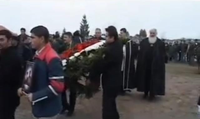 civil szervezetek mellett az összes parlamenti párt képviseltette magát a temetésen melyet Iványi Gábor celebrált